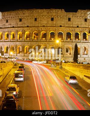 Colosseo di notte, Roma Foto Stock