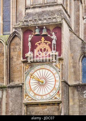 Il quadrante esterno, sul transetto nord, della medioevale orologio astronomico della Cattedrale di Wells, pozzi, Foto Stock