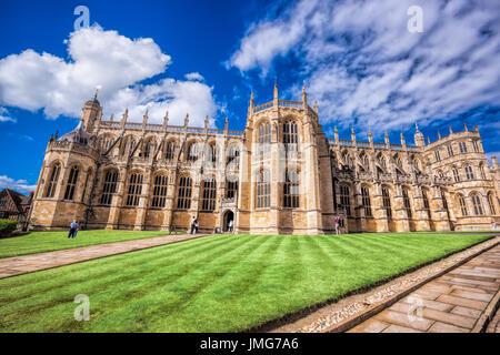 Alla Cappella di San Giorgio all'interno del castello di Windsor vicino a Londra, Regno Unito Foto Stock