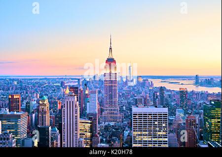 New York skyline della città Top dell'antenna Rock Empire State Building Foto Stock