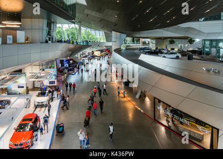 Il BMW Welt multi-uso al centro esposizioni di Monaco di Baviera, Germania Foto Stock