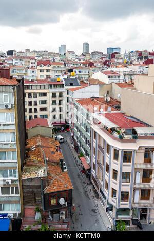 Alto edificio di appartamenti ed edifici ad Istanbul in Turchia Foto Stock