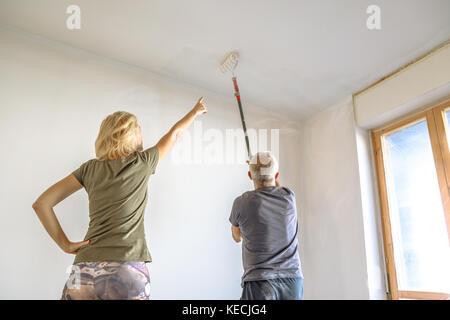 La donna e il pittore Foto Stock