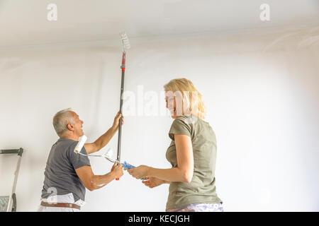 Casalinga e pittore Foto Stock