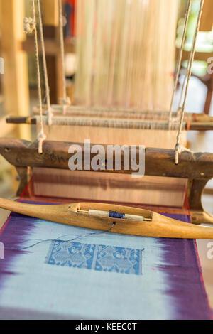 La produzione della seta fabbrica. fabbricazione tradizionale in Asia Foto Stock