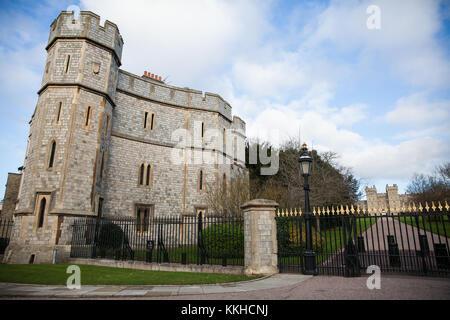 Windsor, Regno Unito. 1 dicembre, 2017. Una vista del Castello di Windsor e il George IV Gateway dal Windsor Great Foto Stock