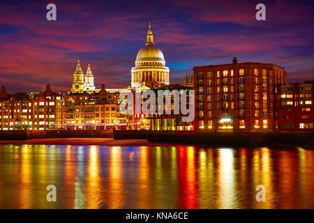 London St Paul cattedrale di St Paul dal Millennium bridge on Thames Regno Unito. Foto Stock