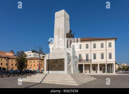 Monumento ai caduti della Prima Guerra Mondiale a Montebelluna, Provincia di Treviso, Italia Foto Stock