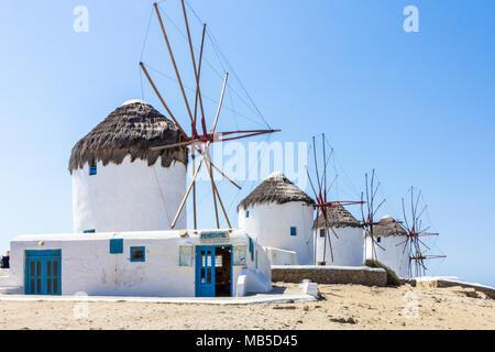 Mulini a vento di tipo iconico, Mykonos, Grecia Foto Stock