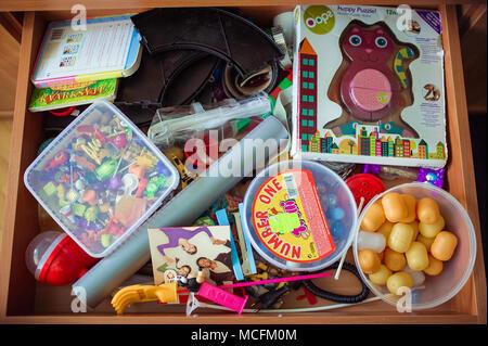 Ingombra di kid's cassetto Foto Stock