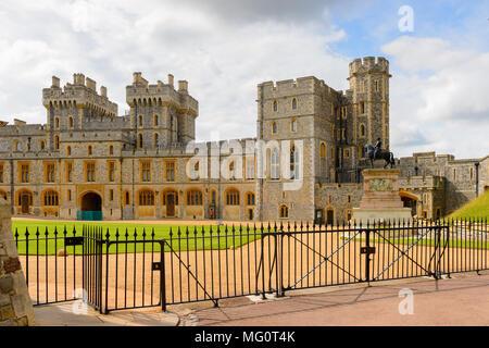 Ala Sud della tomaia Ward, il Castello di Windsor, Berkshire, Inghilterra. Residenza ufficiale di Sua Maestà la Regina Foto Stock