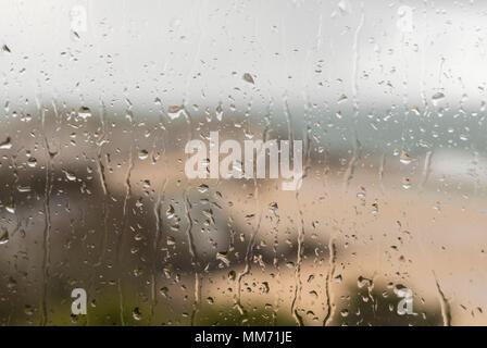 La pioggia sulla finestra, St Ives, Cornwall in inverno Foto Stock
