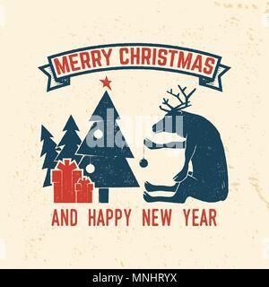 Buon Natale e Felice Anno Nuovo 2018 modello retrò con albero di Natale, regali e renne. Illustrazione Vettoriale. Xmas design per congratulazioni ca Foto Stock
