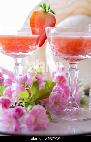 Fragole e rabarbaro Cocktail Foto Stock