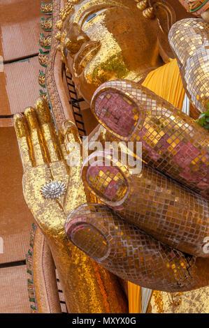 Wat Tham Seu o Grande Tempio del Buddha. Divieto Muang Chum Mu 3 Tambon Muang Chum, Amphoe Tha Muang, Kanchanaburi. Della Thailandia Foto Stock