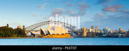 Sydney Opera House & Harbour Bridge, il Darling Harbour, Sydney, Nuovo Galles del Sud, Australia Foto Stock