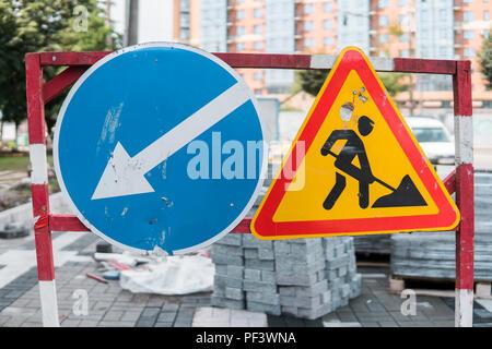 Avvertenza cartello stradale con punto esclamativo nero for Costruzione di un pollaio su ruote
