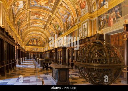 San Lorenzo de El Escorial, Provincia di Madrid, Spagna. La Biblioteca Reale o Royal Library, nel monastero di El Escorial. La libreria è stata fondata Foto Stock