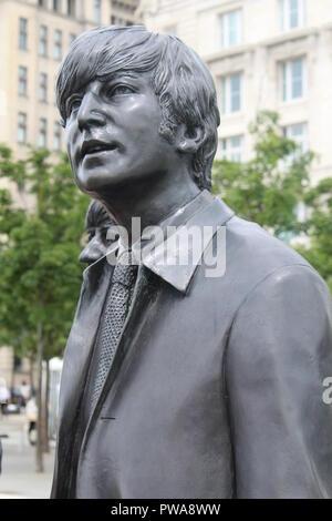 Statua di John Lennon in Liverpool City Centre Albert Dock Foto Stock