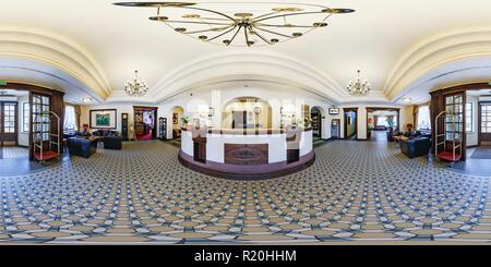 BREST, Bielorussia - 11 Maggio 2014: 360 gradi nel panorama equirettangolare proiezione sferica in elegante reception Hotel Hermitage Foto Stock