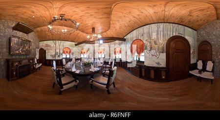 GRODNO, Bielorussia - Novembre 11, 2011: Full sferica a 360 gradi senza soluzione di continuità nel panorama equirettangolare proiezione equidistante, panorama all'interno di v Foto Stock