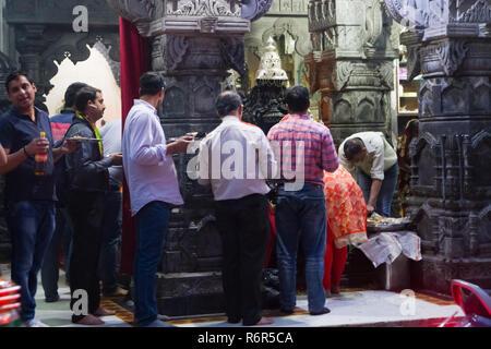 Popolo indiano nella vecchia Delhi in India Foto Stock