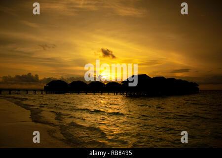 Bel Tramonto delle Maldive Foto Stock