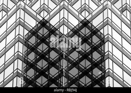 Dettagli architettonici di un Queen Street East Tower nel centro cittadino di Toronto, Canada Foto Stock