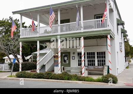 Parte anteriore del Cedar Key Historical Society Museum, che si trova sulla strada principale nella casa Lutterloh, Cedar Key chiave, Florida, Stati Uniti d'America Foto Stock