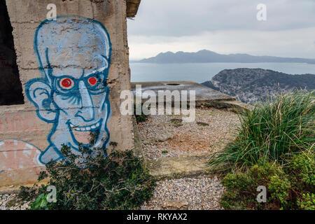 Graffiti su un edificio abbandonato a Cap de Formentor, Mallorca Foto Stock