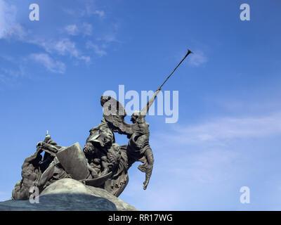 Monumento ai Caduti (War Memorial) di Enrico Pancera in Piazza Trento e Trieste, Monza, Italia Foto Stock