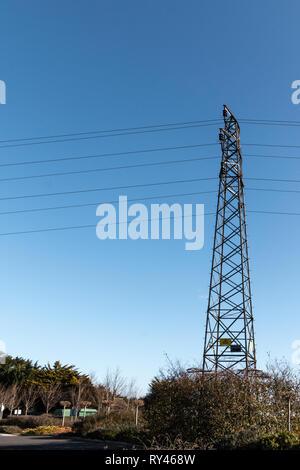Pilone Dell in un ambiente urbano, con cielo blu dietro Foto Stock