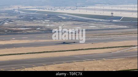 Istanbul, Turchia. 19 mar 2019. La Turkish Airlines aereo durante il decollo da Istanbul Nuovo Aeroporto Credito: gökay güven/Alamy Live News Foto Stock