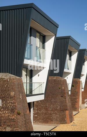 Vista dettagliata dell'alloggiamento. Priddys Hard, Gosport, Regno Unito. Architetto: John Pardey architetti, 2019. Foto Stock