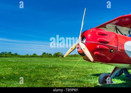 Elica e il naso di rosso vintage Murphy Renegade bi-piano a Delta Airpark patrimonio. Foto Stock