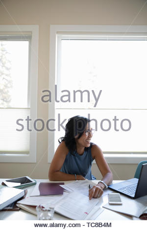 Femmina matura studente al laptop Foto Stock