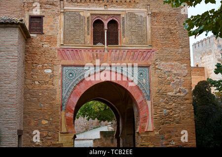 Alhambra arch Puerta del vino a Granada Spagna musulmana del vino porta. Foto Stock
