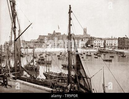 Un xix secolo vista delle barche da pesca e barche nel porto di Margate. Margate una cittadina balneare in Thanet, Kent, sud-est dell'Inghilterra è stato una delle principali località balneare e un tradizionale meta di vacanza per i londinesi attratti dalle sue spiagge sabbiose, per almeno 250 anni. Foto Stock