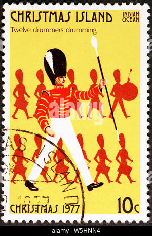 Dodici giorni di Natale - 12 batteristi tamburellare sul francobollo di Isola di Natale Foto Stock
