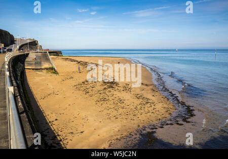 Margate Beach Situato sulla Fort Promenade inferiore nella contea del Kent in Inghilterra Foto Stock