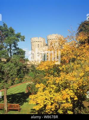 Il Normanno cancello in autunno, il Castello di Windsor, Windsor, Berkshire, Inghilterra, Regno Unito Foto Stock