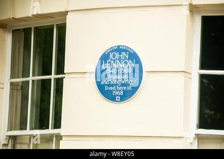 English Heritage lapide che ricorda John Lennon che ha vissuto con Yoko Ono a 34 Montagu Piazza nel 1968. L'appartamento era di proprietà di Ringo Starr. Foto Stock