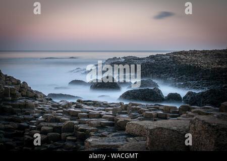 Il Selciato del gigante di Sunrise Foto Stock