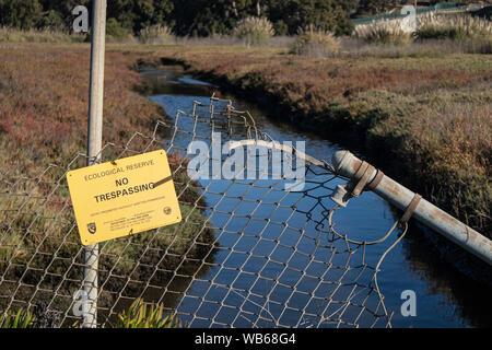 Nessun segno sconfinamenti a Ballona Weltands Riserva Ecologica, Playa del Rey, Los Angeles, California, Stati Uniti d'America Foto Stock