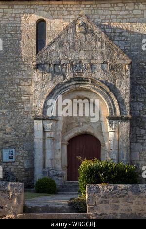 Vecchia chiesa in frazione de Saint Georges de montagne vicino a Saint Emilion, Gironde, Francia Foto Stock