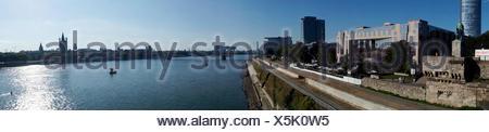 Rheinpanorama, Blick von der Hohenzollernbrücke, Nordrhein-Westfalen, Deutschland, Köln Foto Stock