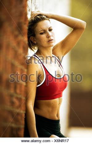 Runner donna appoggiata Foto Stock