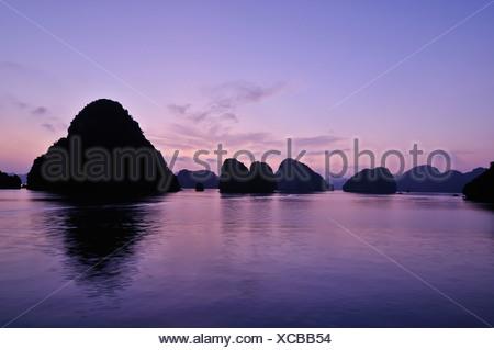 Halong Bay, Vietnam, sud-est asiatico Foto Stock