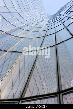Grattacielo, angolo basso, vista astratta Foto Stock