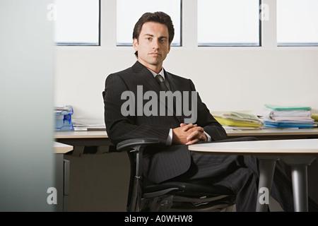 Imprenditore in un ufficio Foto Stock